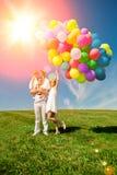 Ballons voor de verjaardag tegen de achtergrond van de hemel en Royalty-vrije Stock Foto