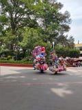 Ballonverkäufer im Park stockfotografie