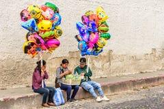 Ballonverkopers tijdens Geleend, Antigua, Guatemala royalty-vrije stock fotografie