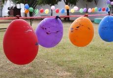 Balloon affinchè i corredi giochino alla terra del gioco Fotografia Stock Libera da Diritti