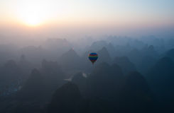 Ballooning sopra Yangshuo Fotografie Stock
