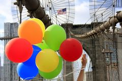 Balloons and Brooklyn Bridge in the background. Colourful ballons held by a woman celebrating something on Brooklyn Bridge in New York City Stock Photography