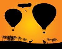 Balloons gli alberi dei cervi del derizhabl due Immagine Stock