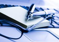 Ballpoint & computer portatile Fotografia Stock Libera da Diritti
