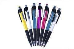 ballpointen färgade inställda pennor fotografering för bildbyråer