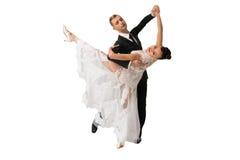 Ballrom danspar i en dans poserar isolerat på vit bachgroun royaltyfria foton