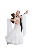 Ballrom-Tanzpaare in einer Tanzhaltung lokalisiert auf weißem bachground Lizenzfreie Stockfotos