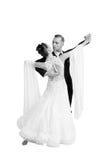 Ballrom-Tanzpaare in einer Tanzhaltung lokalisiert auf weißem bachground Lizenzfreie Stockbilder