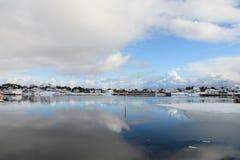 Ballstad bei der Lofoten Spiegelung Lizenzfreies Stockfoto
