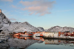 Ballstad in Lofoten's mirrors Stock Photography