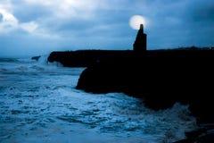 Ballybunion slott och klippor under storm Arkivbild