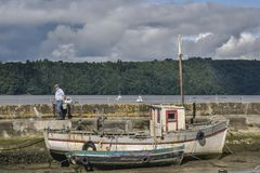 BALLYHACK, IRELAND - AUGUST 12, 2018: Fisherman in the harbour royalty free stock photos