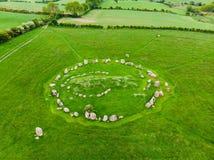 Ballynoe向圈子,常设石头一个圆结构围拢的一个史前埋葬土墩扔石头,唐郡,北Irel 免版税库存图片