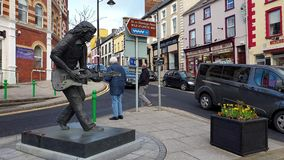 Ballyshannon/Irlanda - 20 de febrero de 2019: Ballyshannon está situado en el final meridional del condado Donegal y del nacimien almacen de video