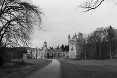 Balmoral slott, Deeside, Skottland i svartvitt fotografering för bildbyråer