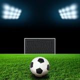 Balón de fútbol en hierba contra fondo negro Foto de archivo libre de regalías