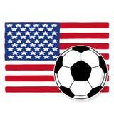 Balón de fútbol y bandera de los E.E.U.U. Fotografía de archivo