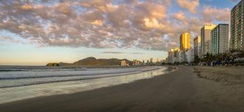 Balneario Camboriu海滩和地平线全景在日落- Balneario Camboriu,圣卡塔琳娜州,巴西 图库摄影
