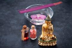 Balneario con las orquídeas, la estatua de Buda, la sal del mar, el incienso y el aceite esencial Imagen de archivo libre de regalías