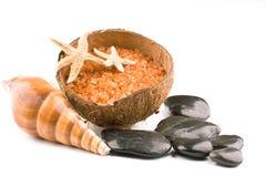 Balneario de la sal del mar con las piedras del zen imagen de archivo