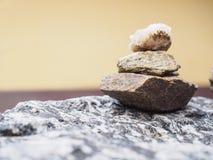 Balneario de piedra de Harmony Zen de la meditación de la balanza de la pila Fotografía de archivo