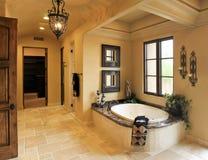 Balneario del cuarto de baño de la mansión del centro turístico Foto de archivo libre de regalías
