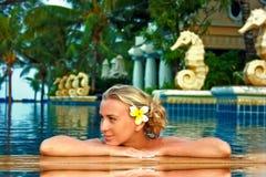 Balneario en la piscina Imagenes de archivo