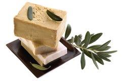 Balneario. jabones y rama de olivo naturales imagen de archivo