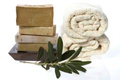 Balneario. jabones y rama de olivo naturales imagenes de archivo