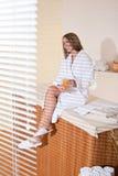 Balneario - la mujer joven se relaja en el tratamiento del masaje Imagenes de archivo