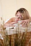 Balneario - mujer joven en el tratamiento del masaje de la salud Fotografía de archivo libre de regalías