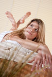 Balneario - mujer joven en el tratamiento del masaje de la salud Imagen de archivo