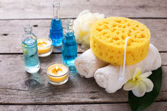 Balneario o ajuste de la salud en colores azules, amarillos y blancos Fotografía de archivo