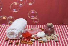 Balneario rojo con las burbujas. Fotografía de archivo