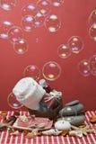 Balneario rojo con las burbujas de jabón. Fotos de archivo