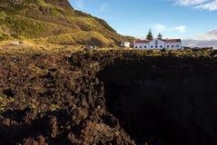 Balneario volcánico del mar y x22; Termas DA Ferraria& x22; , Sao Miguel fotos de archivo