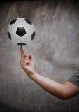Balompié de la mano y del fútbol Fotografía de archivo libre de regalías