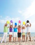 balonów szczęśliwi mienia ludzie młodzi Obraz Royalty Free