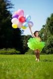 balonów wiązki dziecko wręcza ich Zdjęcie Stock