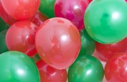 balonów zielona czerwone tło Zdjęcie Stock