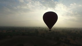Balon przy wschodem słońca w Bagan zbiory wideo