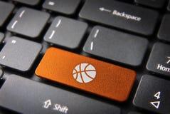 Baloncesto anaranjado de la llave de teclado, fondo de los deportes Imagen de archivo