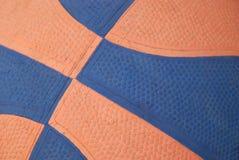 Baloncesto anaranjado y azul Imágenes de archivo libres de regalías