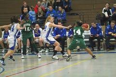 Baloncesto de la High School secundaria del equipo universitario Fotos de archivo