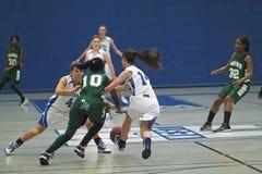 Baloncesto de la High School secundaria del equipo universitario Fotografía de archivo