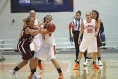 Baloncesto de las muchachas del NCAA Fotografía de archivo libre de regalías