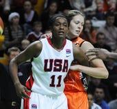 Baloncesto de las mujeres. UGMK contra los E.E.U.U. Imagenes de archivo