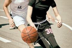 Baloncesto del juego de las mujeres Foto de archivo