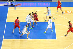 Baloncesto del juego de los equipos de Zalgiris y de CSKA Moscú Fotos de archivo
