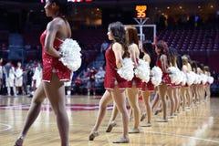2014 baloncesto del NCAA - acción del juego del templo de Towson @ Foto de archivo